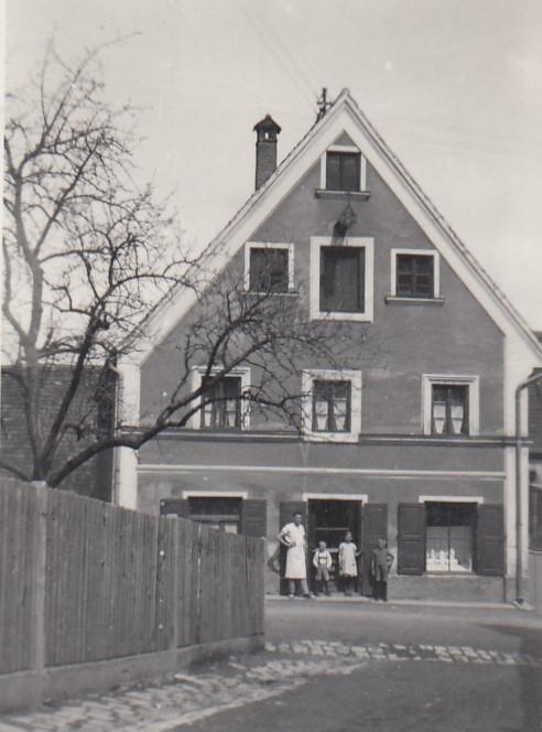 1935-geschaetzte-Jahresangabe-Hohenstaufenstr.-2-vermutlich-Alois-Max-Maria-und-Hubert-Poeppel